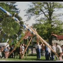Aufstellen des Maibaums aka Maypole